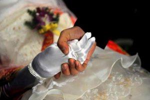 আজব রীতি! মৃতের সঙ্গে জীবিত মানুষের দেয়া হয় 'ভূত বিয়ে'