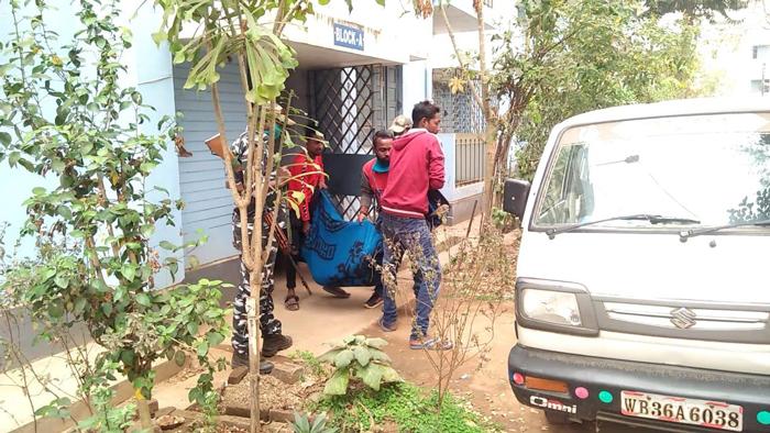 আবাসনে আধিকারিকের আত্মহত্যা! - West Bengal News 24