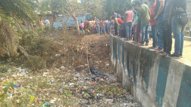 ঝাড়গ্রাম শহরে কালভার্টের তলায় যুবকের দেহ, উদ্বিগ্ন এলাকাবাসী - West Bengal News 24