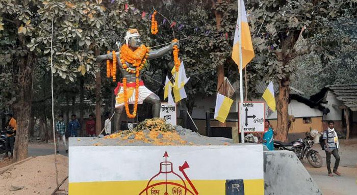 চুয়াড় বিদ্রোহের 'মহানায়ক'-এর মূর্তি বসল বেলপাহাড়িতে - West Bengal News 24