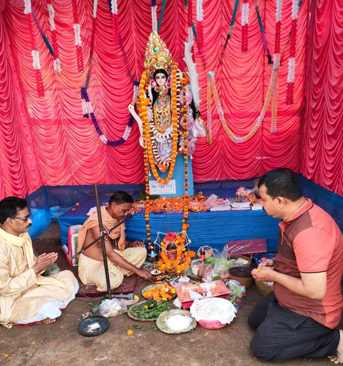 শ্রীপঞ্চমীতে সরকারি আবাসনে সম্প্রীতির মেলবন্ধন - West Bengal News 24