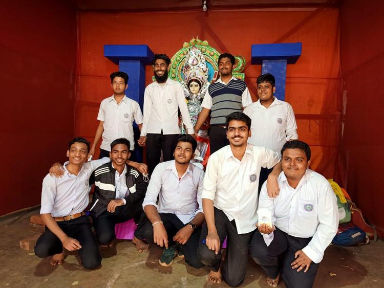ঝাড়গ্রামে ঐতিহ্যের স্কুলে সম্প্রীতির সরস্বতী পুজো - West Bengal News 24