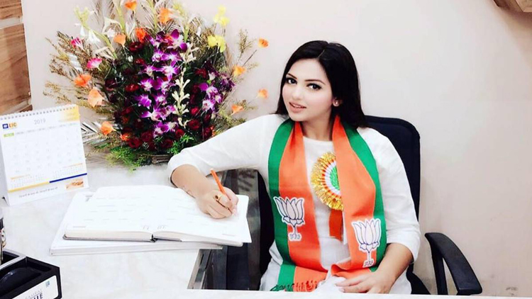 WB Election 2021 : কয়েক লক্ষ টাকার কোকেন-সহ পুলিশের জালে বিজেপি যুব নেত্রী পামেলা গোস্বামী - West Bengal News 24