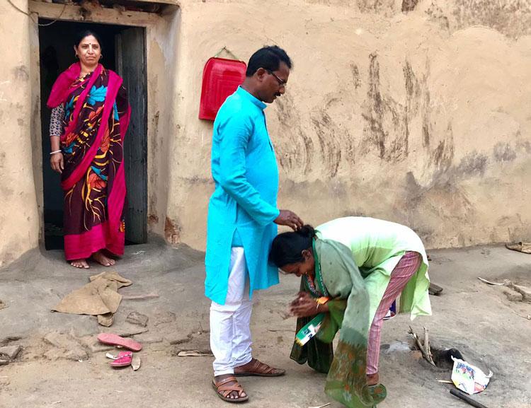 মমতার প্রার্থী বিরবাহাকে জেতাবেন ছত্রধর - West Bengal News 24