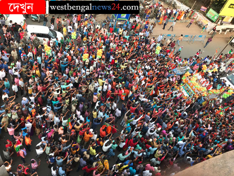 'মহাগুরু'কে দেখতে ঝাড়গ্রামের মুখ্যসরণিতে জনস্রোত - West Bengal News 24