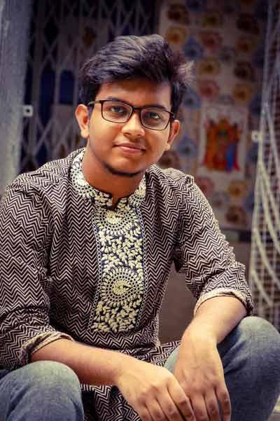 রেকর্ডিং থেকে শ্যুটিং সবটাই মুঠোফোনে, শাহ্ আব্দুল করিম-এর গান শোনালেন তরুণ প্রজন্মের শিল্পী সোহম ভৌমিক - West Bengal News 24