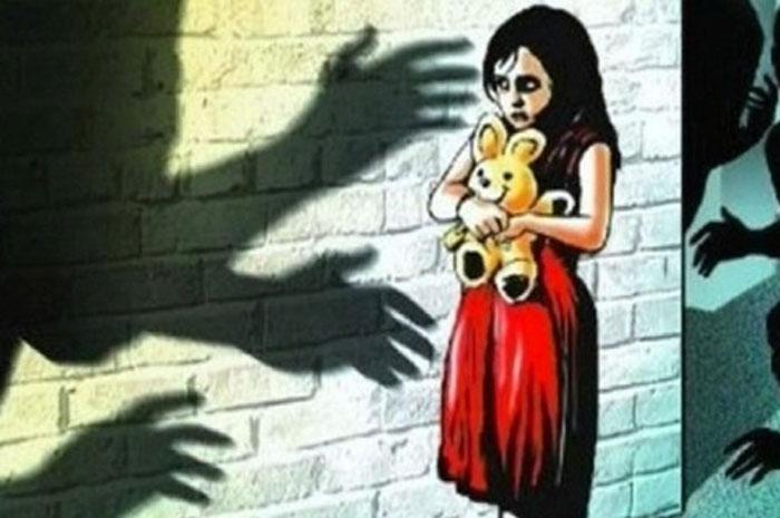 চকলেটের লোভ দেখিয়ে ৭ বছরের শিশুকন্যাকে ধর্ষণের অভিযোগ ৬৫ বছরের এক বৃদ্ধের বিরুদ্ধে - West Bengal News 24