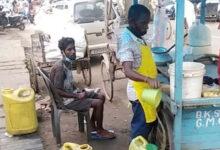 ফুচকাওয়ালার কান্ড! ফুচকার জলের মধ্যে প্রস্রাব মিশিয়ে বিক্রি, দেখুন ভাইরাল ভিডিও - West Bengal News 24