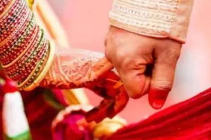 কবরস্থানে বিয়ে! মৃত্যুর পর বিয়ে দিল পরিবার, তার পর কবর দেওয়া হল 'নবদম্পতি'কে - West Bengal News 24