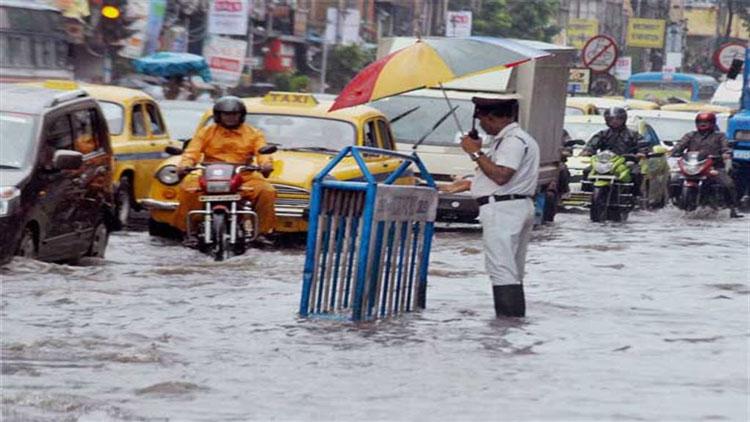 west bengal weather forecast : আজও বৃষ্টিপাতের সম্ভাবনা, জমা জলের নাকাল কলকাতাবাসী - West Bengal News 24